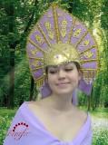 188.5. Кокошник состоит из 2 - ух частей: шапочка-каркас и коронка.  Основная часть головного убора - это...